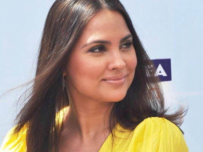 Ness Wadia, Lara Dutta, Friends