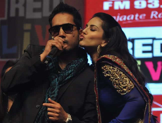 Mika Singh, Sunny Leone, Swanky Music Video