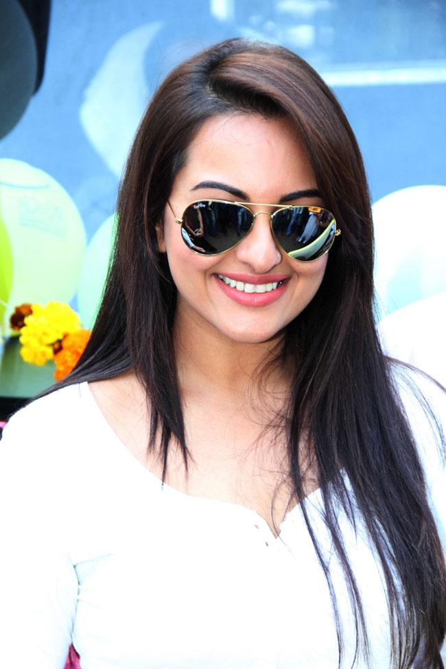 Sonakshi Sinha, television, reality show, Indian Idol Junior