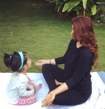 Twinkle Khanna, Baba Ram Dev, daughter, picture