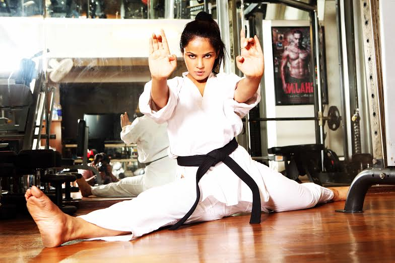 Neetu Chandra, action, Ladaaku