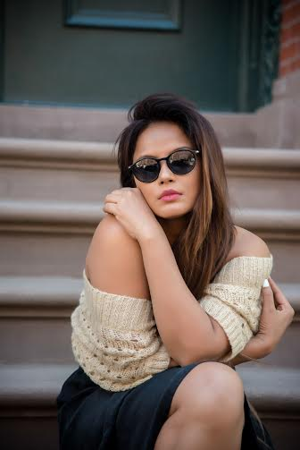 Neetu Chandra, mom