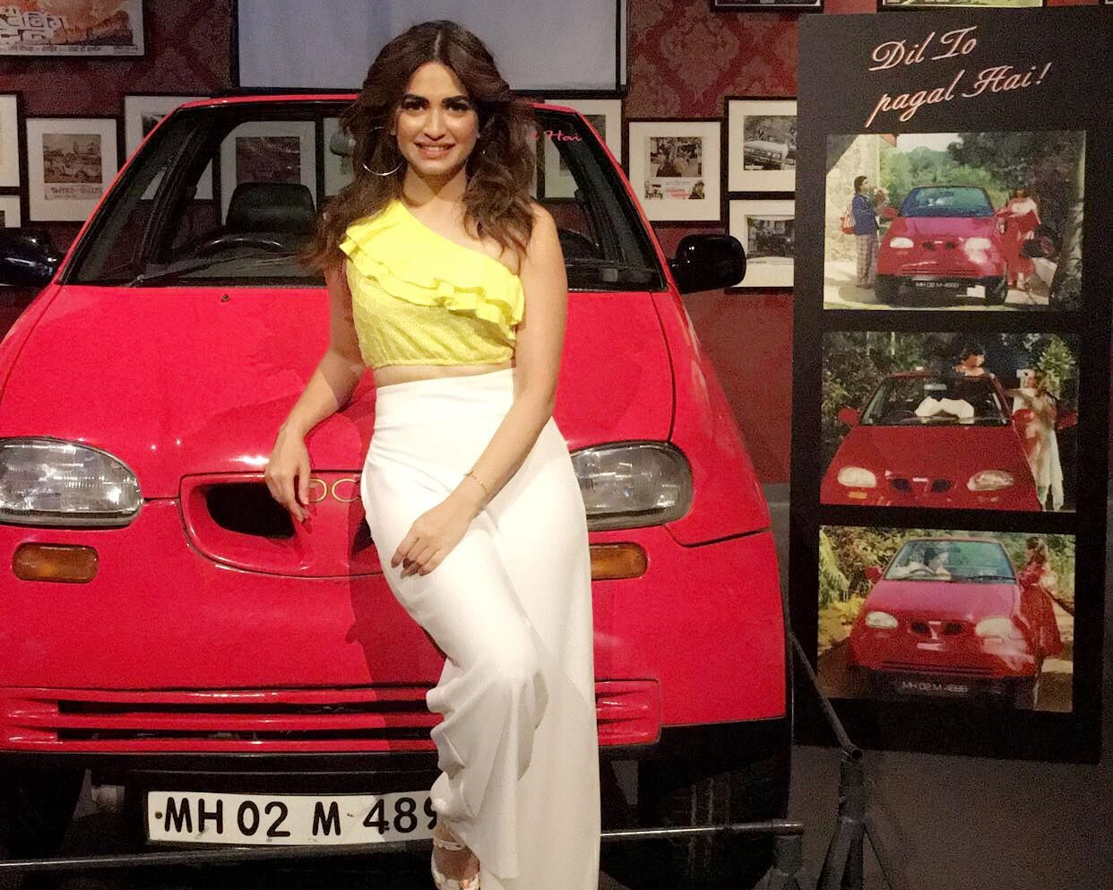 Kriti Kharbanda, Dil To Pagal Hai, vintage car